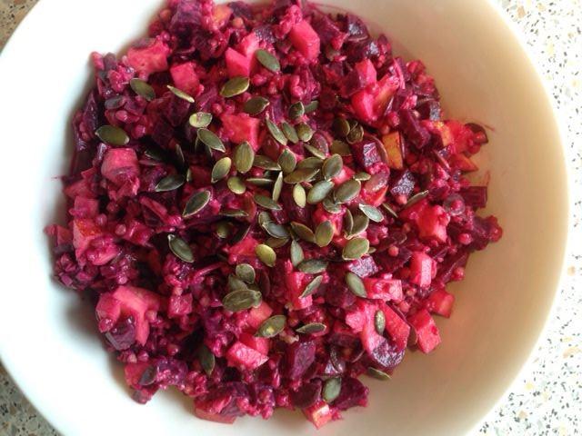 Skøn salat med bagte rødbeder og hel boghvede